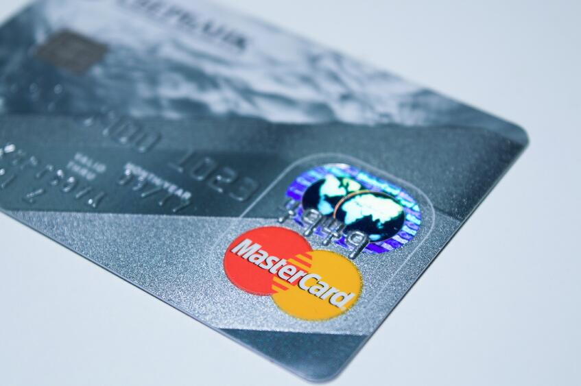 Business Credit Card vs. Personal Credit Card: Which Should You Use?
