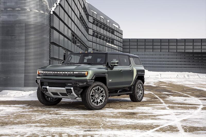 New All-Electric 2024 GMC HUMMER SUV Debuts