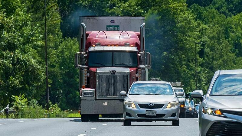 Study: Collision Warning Preventing 18-Wheeler Crashes