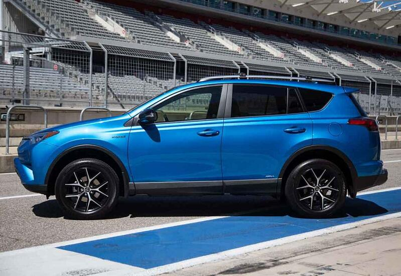 Track Drive: 2017 Toyota RAV4 Hybrid SE