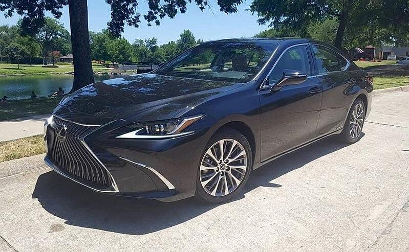 Redesigned 2019 Lexus ES 300h Sports New Styling, Better Interior