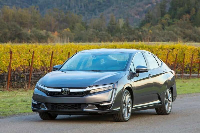 The 2018 Honda Clarity Is A Futuristic, Fuel Efficient Plug-In Hybrid