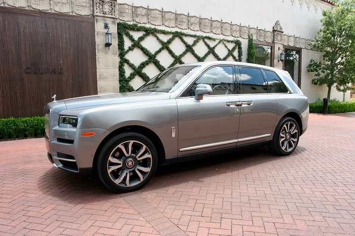 The 2020 Rolls-Royce Cullinan Makes Social Distancing Bearable