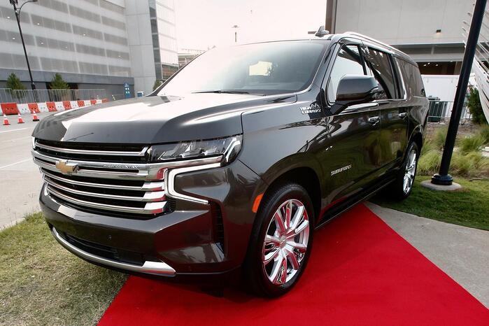 Auto News in 2 Minutes: Chevy Suburban's Hollywood Star Comes Home, 2022 Toyota 4Runner TRD Sport