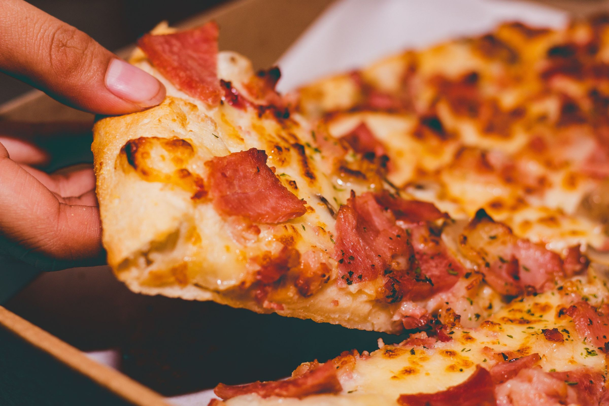 Difference in sales performance between Domino's and Pizza Hut