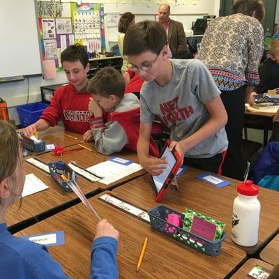 middle schooler collaborate in mxINCedu