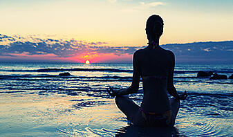 how meditation helps with stress meditation on the beach