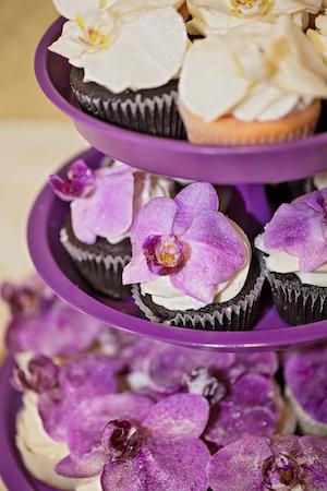 orchid-adorned-wedding-cupcake
