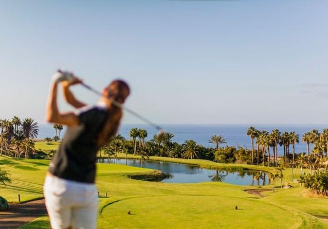 Las clases de golf en la Academia de Golf Abama pueden hacer parte de tus vacaciones.