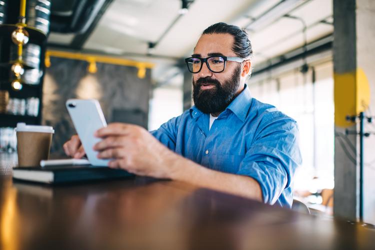Mobile Apps Make Money Management Easy