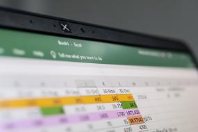 Nie mehr Scrollen, bis die Finger bluten: 3 Tipps zum Arbeiten mit Excel