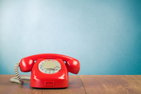 Internes vs. externes Telemarketing – Vorteile, Chancen, Risiken