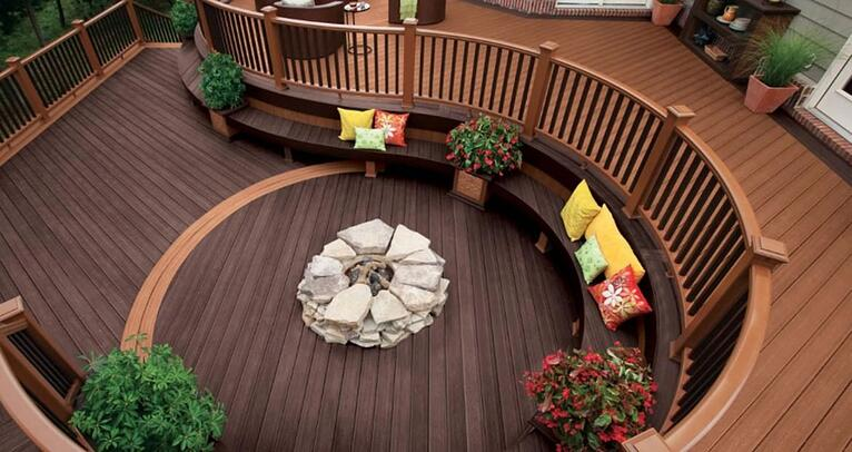 4 Benefits of Building a Deck in the Fall