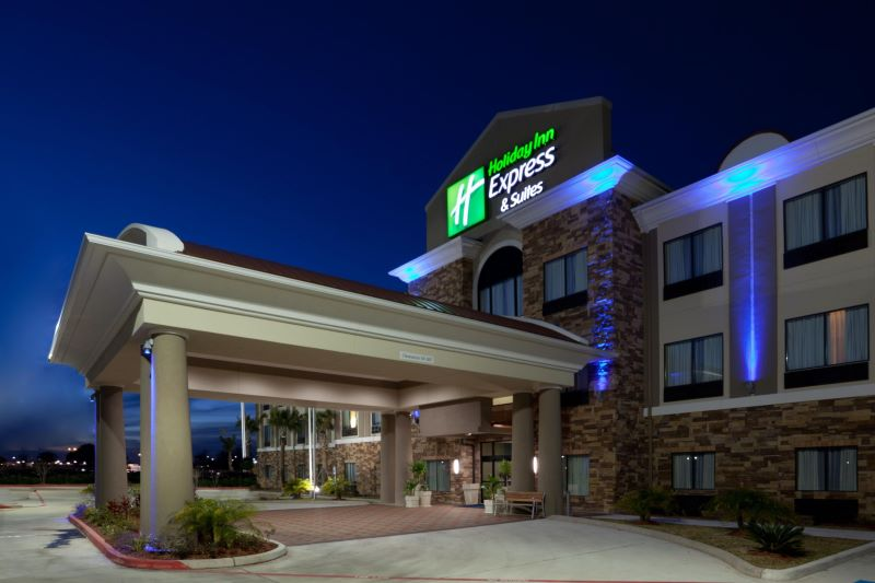 Holiday Inn Express & Suites Houston - WilsonPro-min