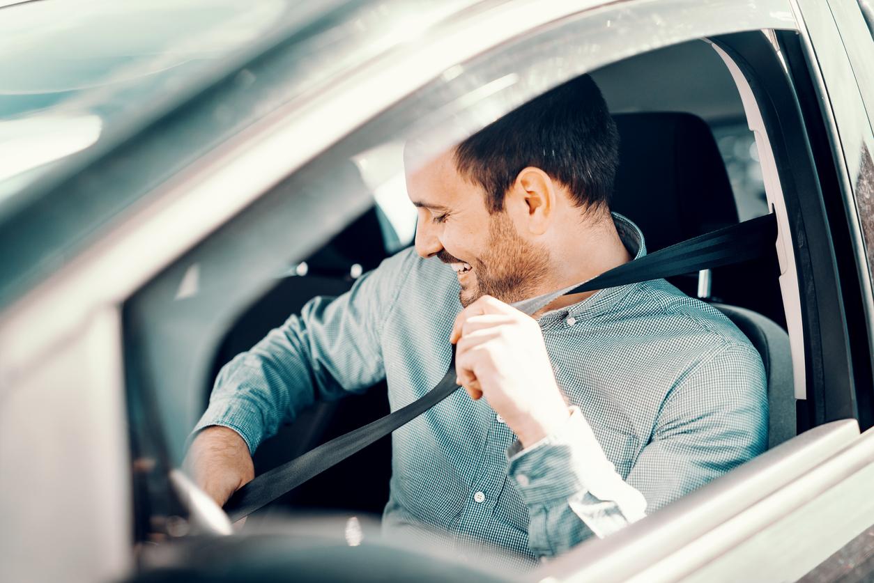 Man-fastening-seat-belt