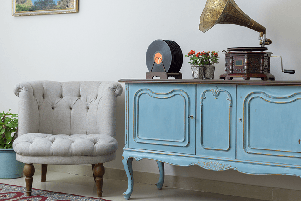 Vintage-Furniture-A-Good-Choice-for-your-HDB-Apartment