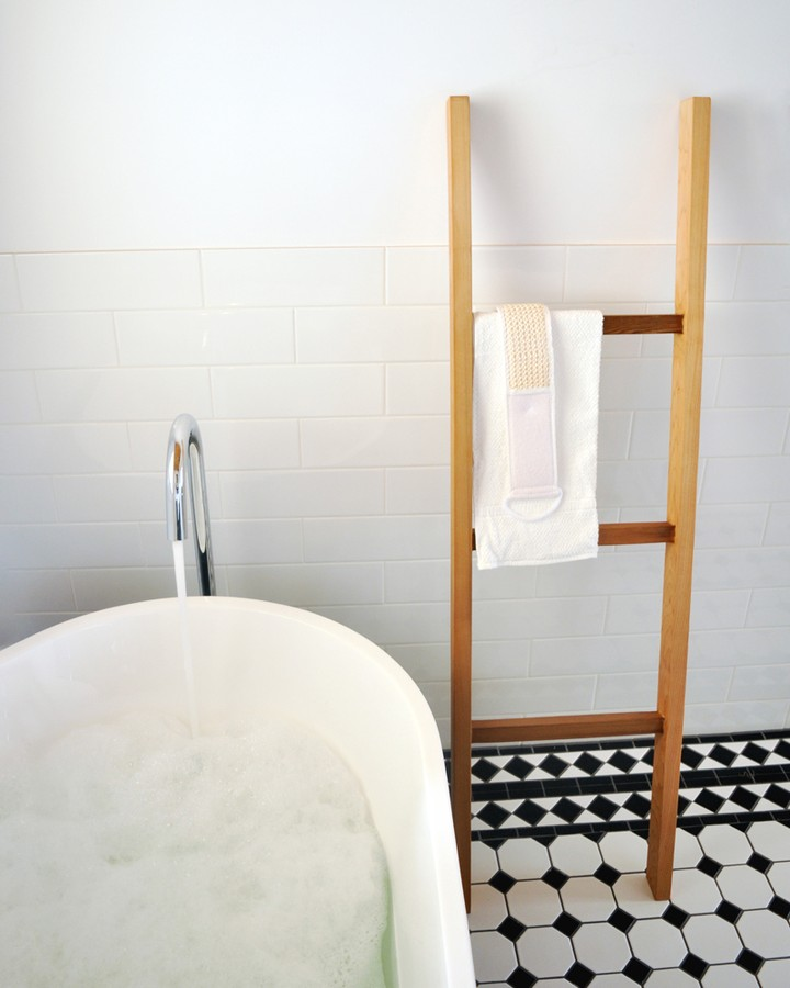 fontaineind-fontaine-timber-towel-ladder